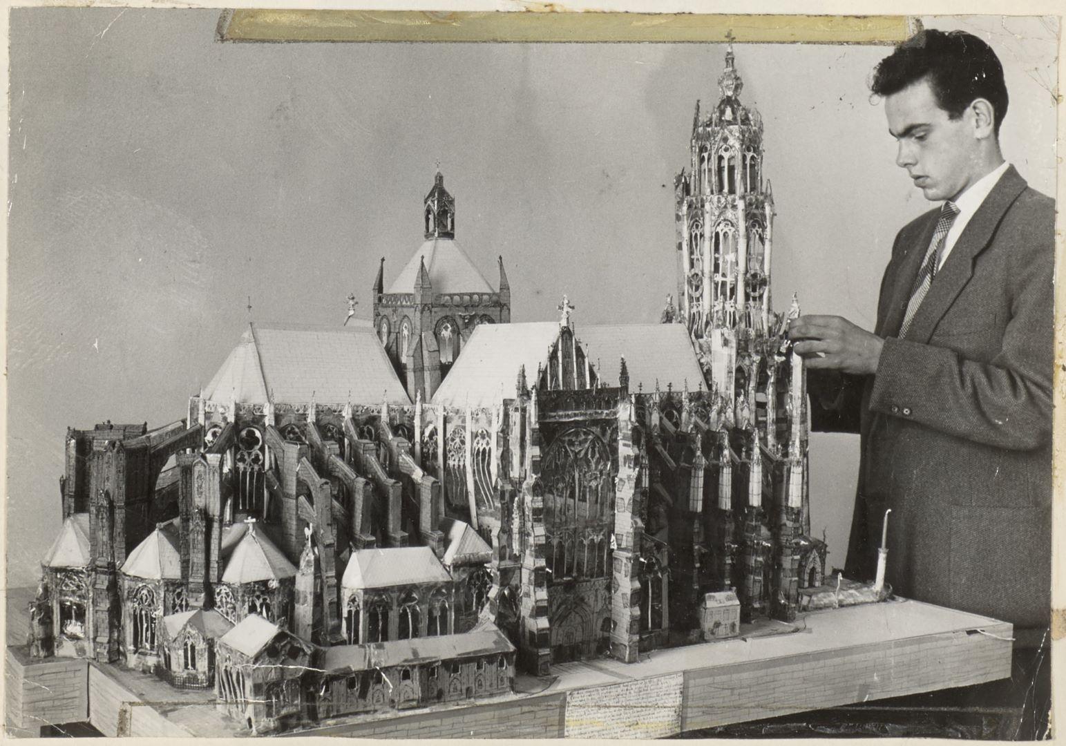 Hans met kartonnen kathedraal, 1959