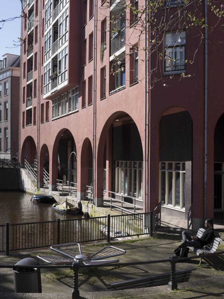 Wooncentrum Nieuwmarkt, Sint Antoniesbreestraat / Snoekjesgracht, bijgenaamd Palazzo. © foto Arjan Bronkhorst